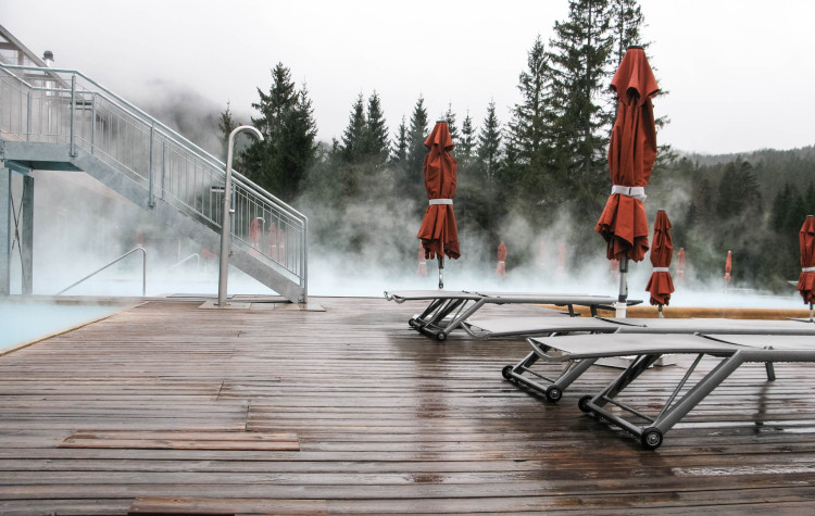 Kranzbach Pool im Nebel