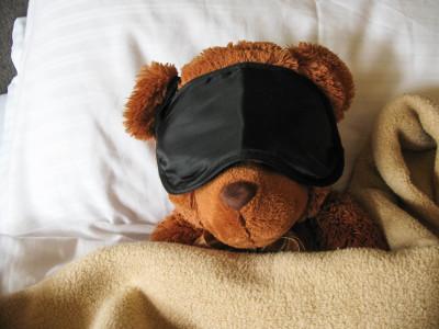 Kranzbach Teddybär mit Schlafmaske