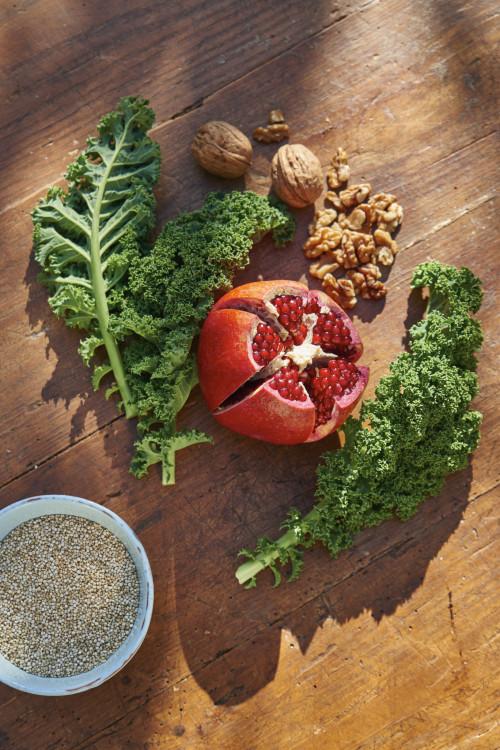 Gruenkohl Granatapfel Quinoa Walnuss Superfoods