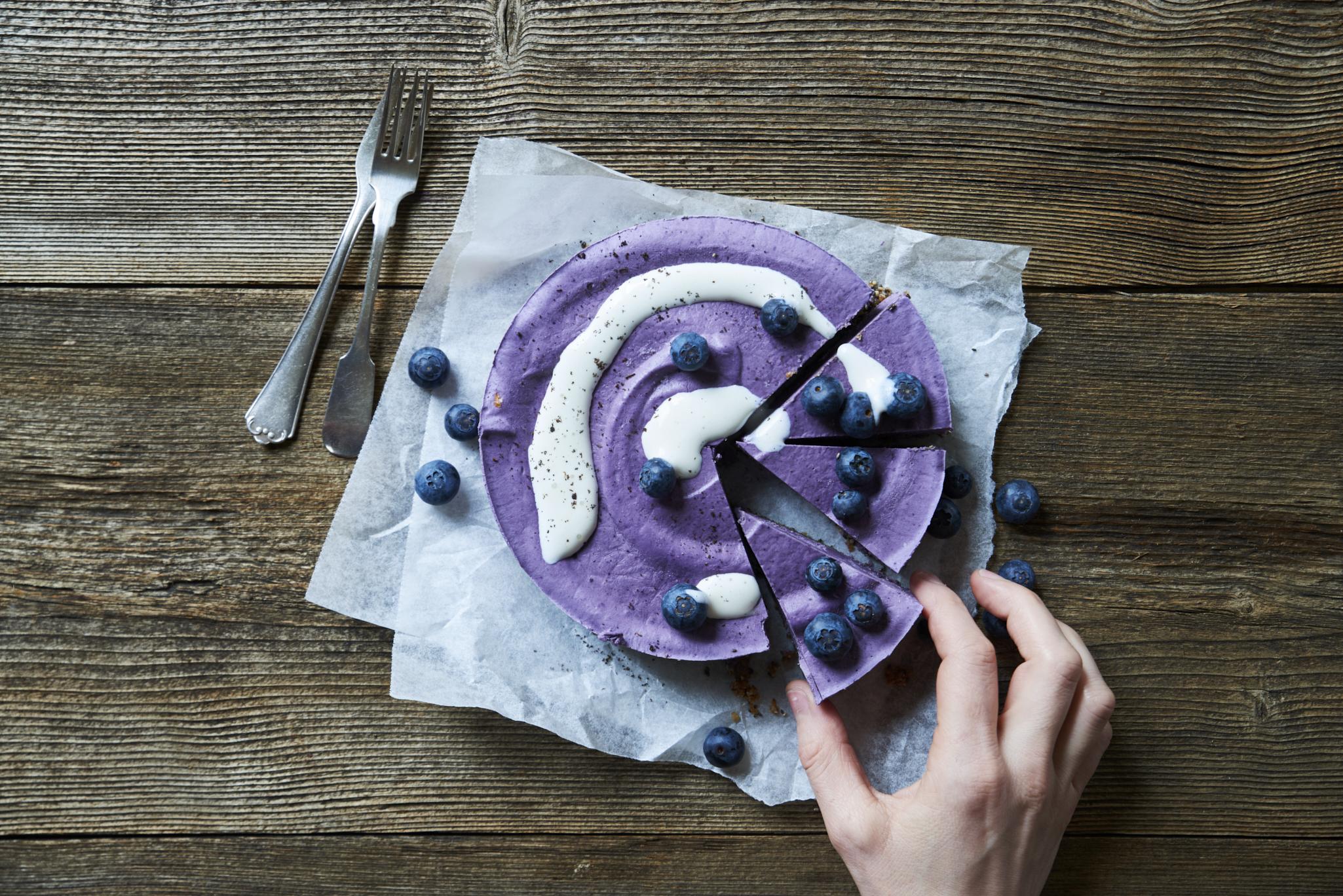 Roher Blaubeer-Cashew-Cake