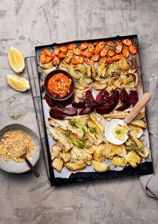 ofengemuese-vegan-macadamia-crunch-pesto-rosso-gesunde-fette