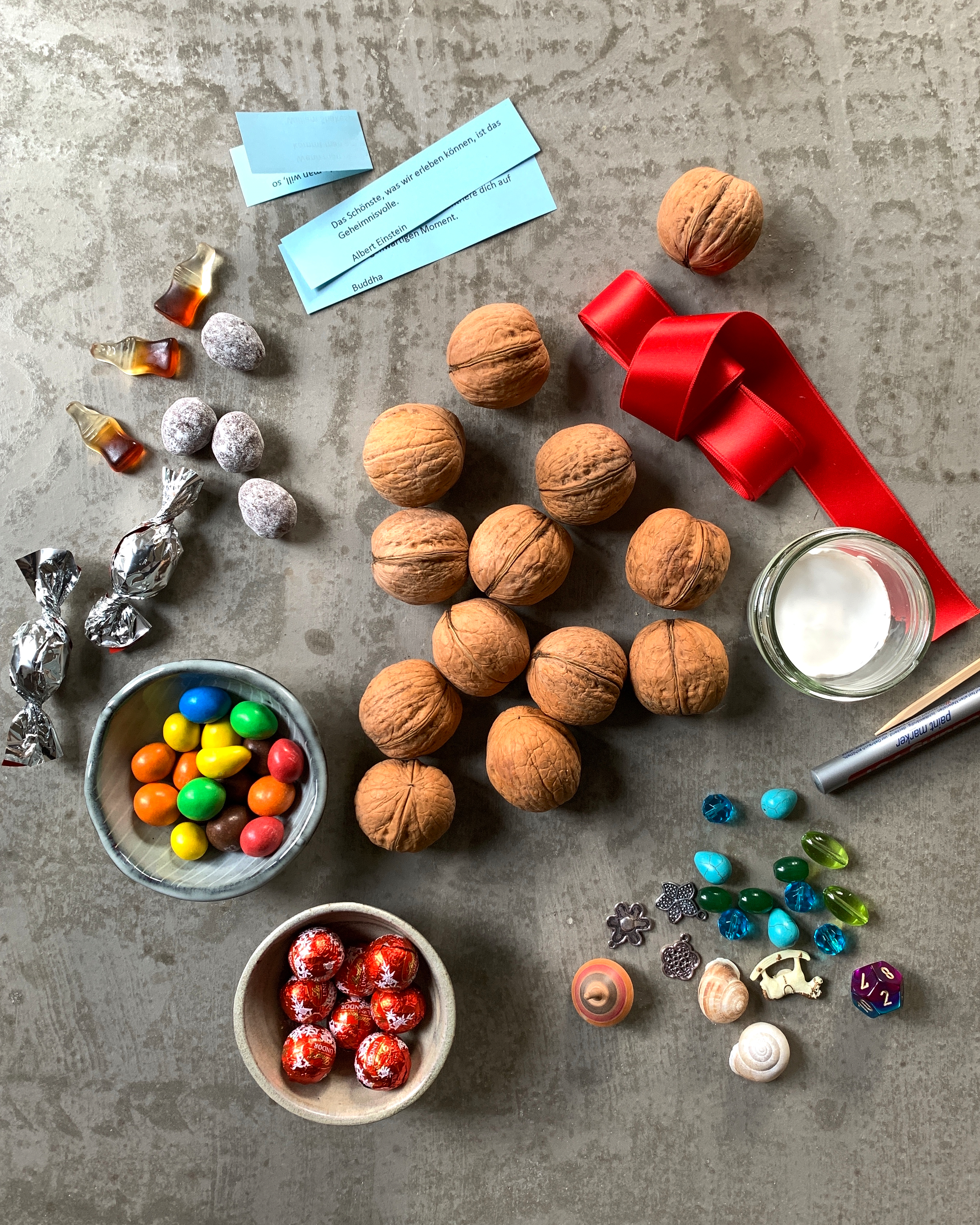 walnuss-adventskalender-nachhaltig-selbermachen-zutaten-inhalt-weihnachtsdeko