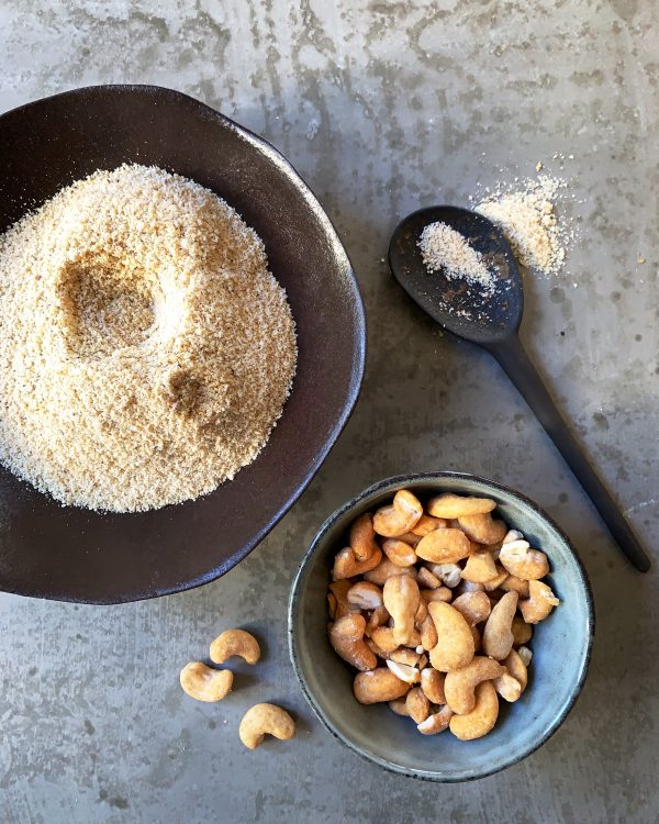 cashewmehl-karamell-cashews-in-schuesseln