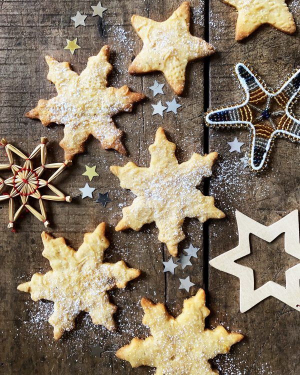 plaetzchen-weihnachten-vegan-cookies-ausstechplaetzchen-motiv-teigrolle-cashews