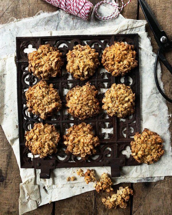 plaetzchen-weihnachten-haferflocken-glutenfrei-zuckerarm-cookies-kulinarische-geschenke