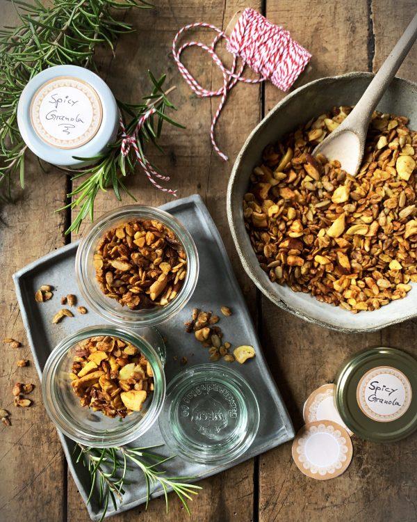 granola-spicy-pikant-haferflocken-cashews-gewürzmischung-sesamoel-kulinarische-geschenke