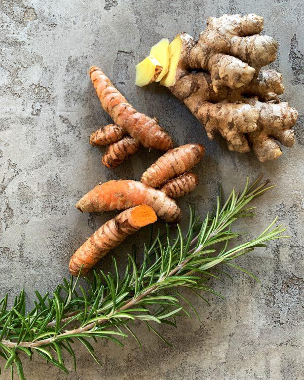 bitterstoffe-ingwer-kurkuma-rosmarin-gewuerze