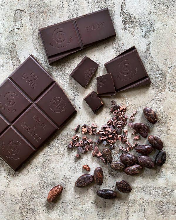 bitterstoffe-dunkle-schokolade-kakaobohnen-kakaonibs