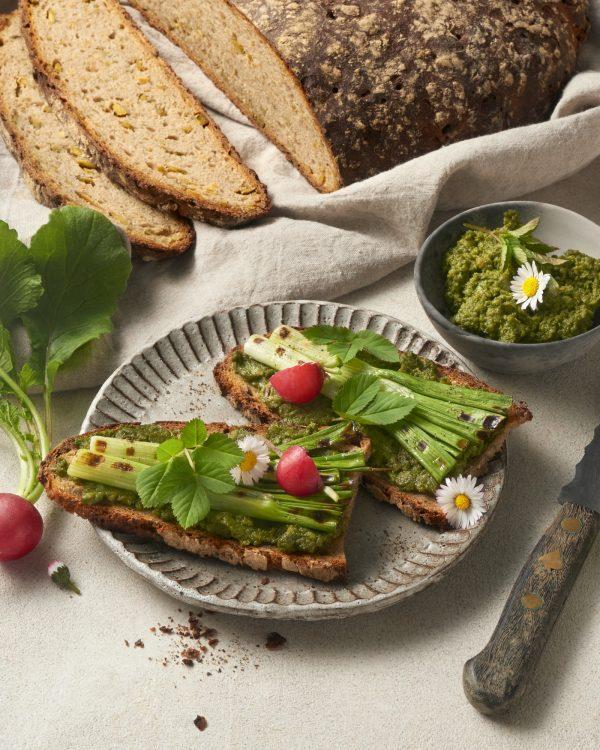 wildkraeuter-kartoffelaufstrich-vegan-rezept-brotzeit-edamame-proteinbrot-giersch-belegte-brote-abendbrot