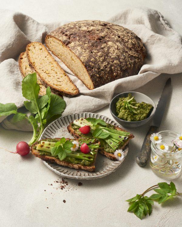 brotzeit-edamame-proteinbrot-natursauerteig-sauerteigbrot- wildkraeuter-kartoffelaufstrich-vegan-rezept